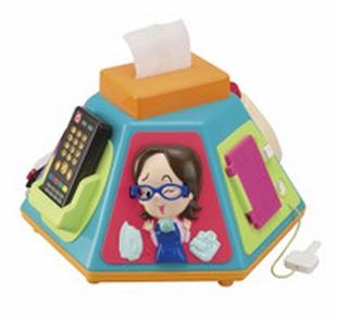 いたずら1歳やりたい放題・・・ひっぱったり、回したり、押したりする仕掛けがたくさんのおもちゃ。