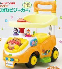 乗って遊べるベビー用車・・・乗って足でけって進む車。