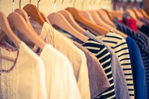ファッションアイテムの服や財布・靴、タオル、手袋、バッグ等~中学生のクリスマスプレゼント
