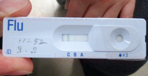 インフルエンザb型と診断された検査キット。多数派のa型じゃなかった
