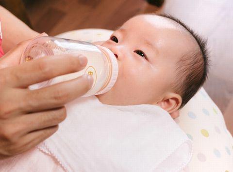 低出生体重児の母乳・ミルクの量の目安は?飲まない時は?