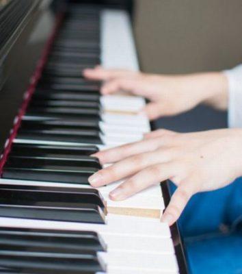 ピアノはいつから習わせるのがよい?